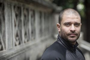 Com suspeita de Covid-19, Diogo Nogueira cancela live de Dia dos Pais