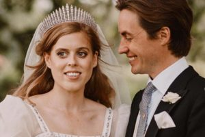 Família real britânica divulga primeiras fotos do casamento da princesa Beatrice
