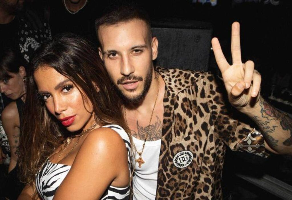 Anitta canta 'Paloma' ao lado do rapper Fred de Palma na Itália