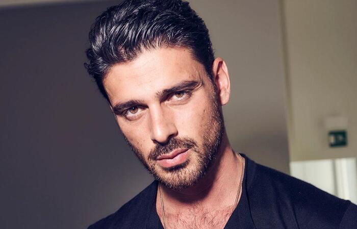 Michele Morrone diz ser oposto de Massimo, de '365 Dias', e planeja shows no Brasil