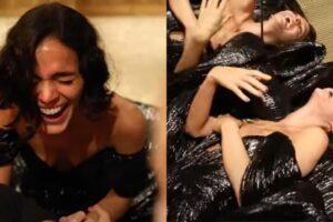 Bruna Marquezine cai do salto e lembra Salete, de 'Mulheres Apaixonadas', em estreia como youtuber